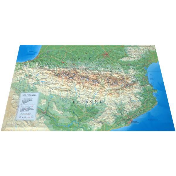 Carte en relief des Pyrénées