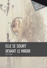 Elle se sourit devant le miroir
