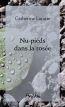 Nu-pieds dans la rosee