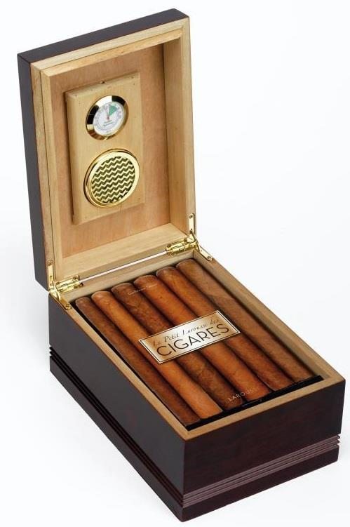 Le Petit Larousse Des Cigares ; Les 200 Meilleurs Cigares Classes Par Terroirs