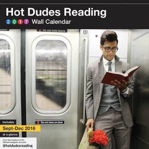 HOT DUDES READING 2017 - WALL CALENDAR