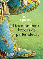 Des mocassins brodés de perles bleues