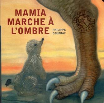 Mamia marche à l'ombre