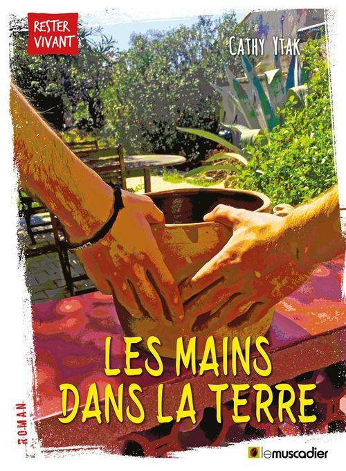 Les mains dans la terre