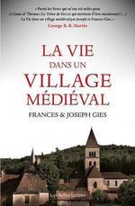 Couverture de La Vie Dans Un Village Medieval - Illustrations, Noir Et Blanc