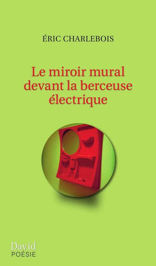 Le miroir mural devant la berceuse électrique