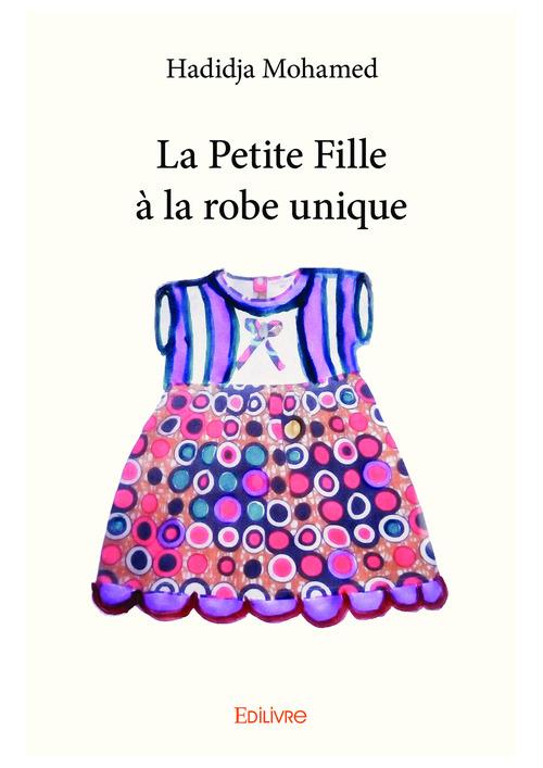 La petite fille a la robe unique